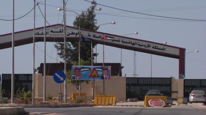 Cửa khẩu, ngã tư biên giới Nassib sau ngày giải phóng. Ảnh minh họa video