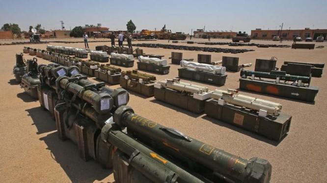 Các loại vũ khí hiện đại phương Tây, do lực lượng Hồi giáo cực đoan giao nộp ở Daraa