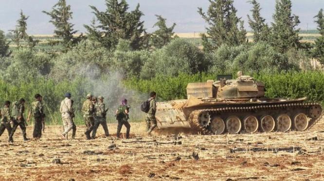 Quân đội Syria tiến công trên chiến trường Idlib. Ảnh Muraselon