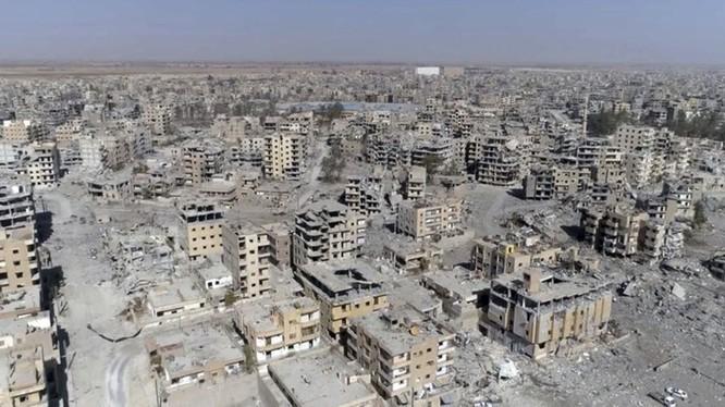 Thảm họa thành phố Raqqa sau cuộc tấn chiếm của Lực lượng dân quân người Kurd. Ảnh Sputnik