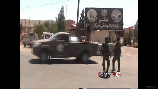 Lực lượng vũ trang địa phương NDF tiến về Al-Quneitra. Ảnh video