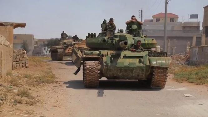 Xe tăng quân đội Syria trên chiến trường Daraa. Ảnh minh họa Masdar News