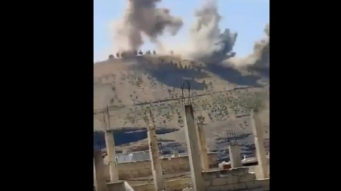 Trực thăng chiến đấu quân đội Syria tấn công cao điểm khủng bố ở Daraa