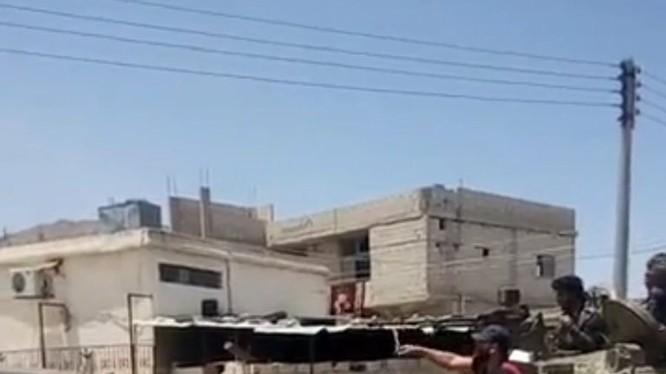Quân đội Syria tiến vào thị trấn Al-Harrah phía tây Daraa. Ảnh truyền thông quân đội Syria