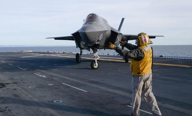 F-35 trên tàu đổ bộ trực thăng USS Essex Mỹ. Ảnh Milytary.com