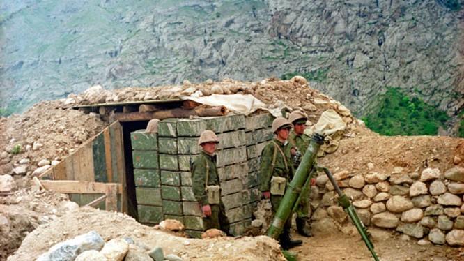 Một trần địa tiền tiêu của đồn biên phòng trên biên giới Liên bang Nga và Afghanistan. Ảnh TV Zvezda