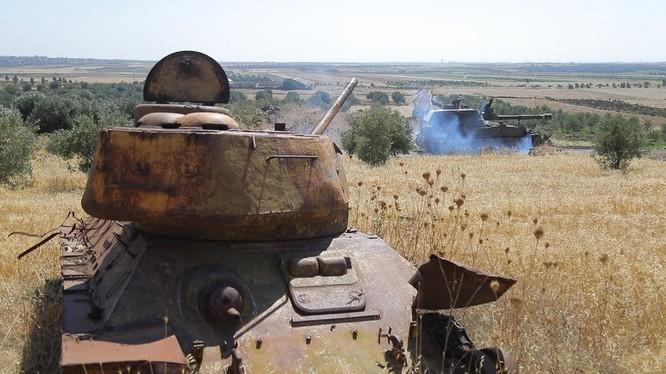Các đơn vị pháo binh tự hành tiến về Al-Qeada. Ảnh minh họa video