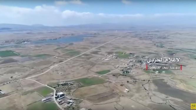 Toàn cảnh quận Rasm al-Halabi vừa được giải phóng. Ảnh video
