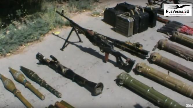 Vú khí tìm được ở khu vực Rastan, tỉnh Homs. Ảnh Video Rusvesna