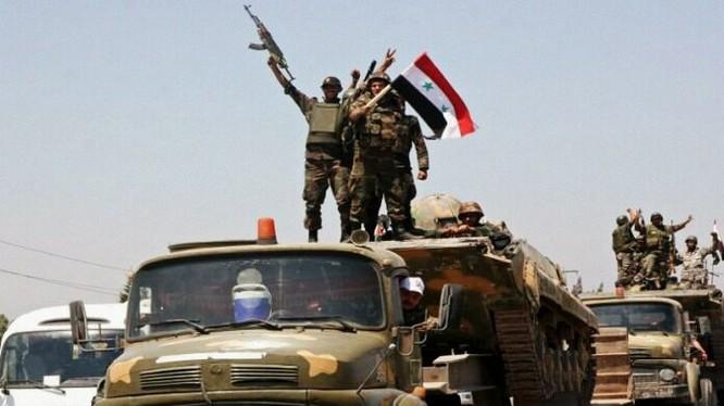 Các đơn vị quân đội Syria tiến công trên vùng sa mạc Sweida. Ảnh minh họa Masdar News