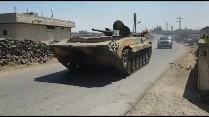 Xe thiết giáp quân đội Syria tiến công trên chiến trường Daraa. Ảnh South Front