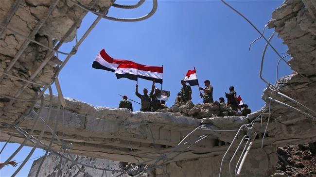 Quân đội Syria thượng cờ trên thủ phủ tỉnh Quneitra. Anh minh họa Masdar News