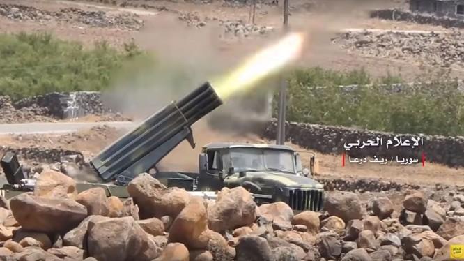 Pháo binh quân đội Syria dội lửa xuống IS. Ảnh minh họa Masdar News