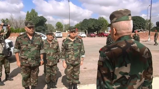 Bộ trưởng quân đội Syria thăm và làm việc ở Daraa. Ảnh minh họa video SANA