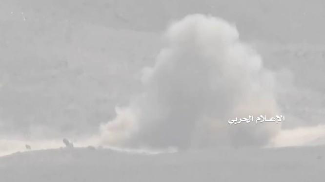 Lực lượng Houthi sử dụng tên lửa chống tăng tiêu diệt binh sĩ quân đội Yemen do Ả rập Xê út hậu thuẫn. Ảnh video