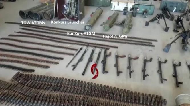 Các loại vũ khí thu giữ được của lực lượng Hồi giáo cực đoan ở tỉnh Quneitra. Ảnh minh họa video
