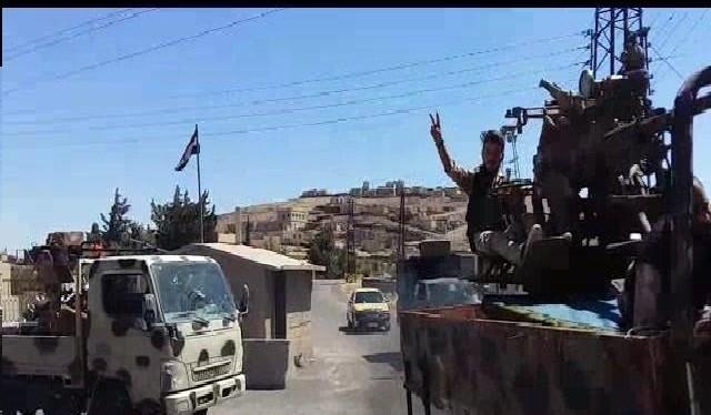 Lực lượng vũ trang địa phương NDF tiến công trên vùng sa mạc Sweida. Ảnh minh họa Masdar News
