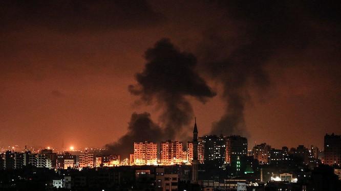 Không quân Israel không kích dải Gaza. Ảnh Quds News Network