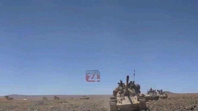 Quân đội Syria tiến công trên hoang mạc Sweida. Ảnh minh họa Blog Suweida 24
