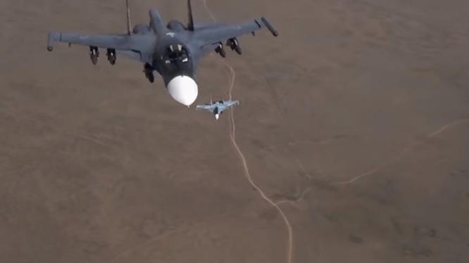 Máy bay Su-34 tuần tra trên không phận Syria. Ảnh minh họa video Bộ Quốc phòng Nga