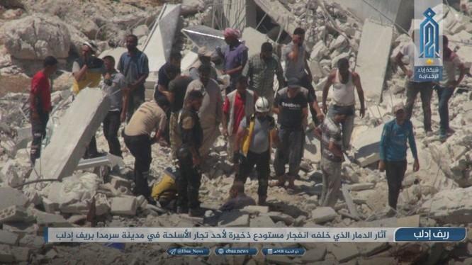 Vụ nổ san phẳng nhiều tòa nhà lân cận ở idlib. Ảnh trang Iba, cơ quan truyền thông chính thức của HTS