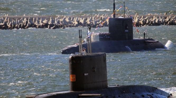 Các tàu ngâm Nga trong căn cứ ở Biển Đen. Ảnh minh họa The National Interest