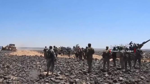 Các đơn vị quân đội Syria tiến công trên hoang mạc Sweida. Ảnh minh họa South Front