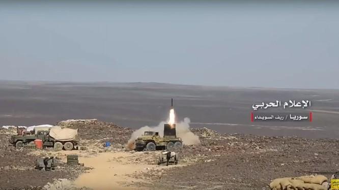 Lực lượng pháo binh quân đội Syria bắn phá tiêu diệt IS trên hoang mạc Sweida