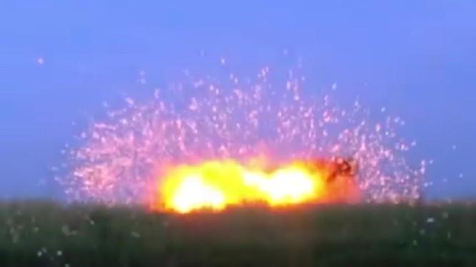 Dân quân Donesk thử nghiệm đầu đạn nổ phá mảnh nhiệt áp mới. Ảnh TVZvezda
