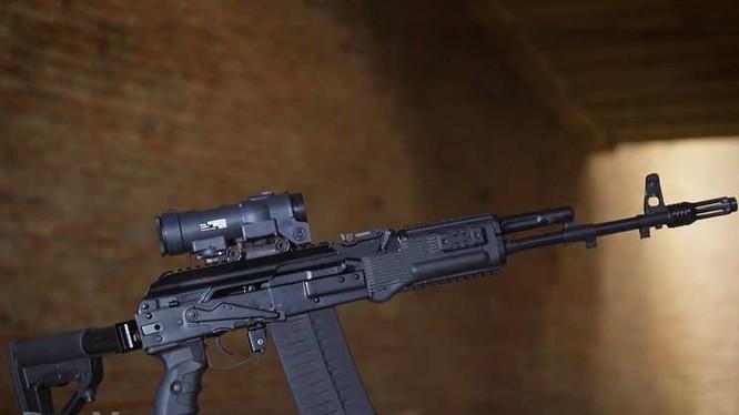 Súng tiêu liên AK-308 Kalashnikov sử dụng đạn 7.62x51 chuẩn NATO. Ảnh Rusvesna