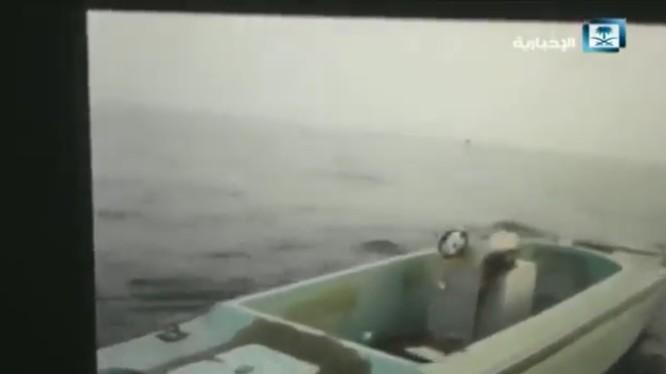 Xuồng đánh bom không người lái của hải quân Yemen - WBIED thuộc phong trào Houthi. Ảnh minh họa video truyền thông hải quân Yemen.