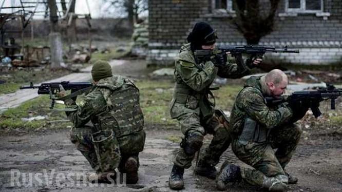 Binh sĩ quân đội Ukraina chiến đấu ở Donesk. Ảnh Rusvesna