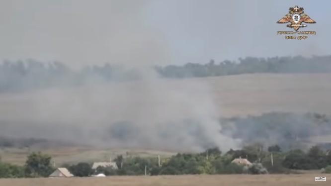 Vụ cháy nổ trên chiến tuyến Ukraina. Ảnh minh họa video Rusvesna