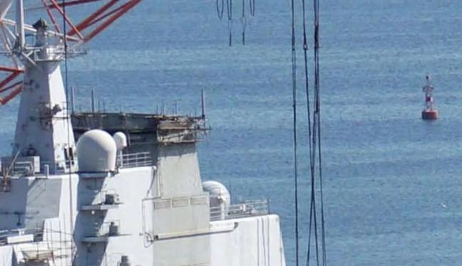 Tàu sân bay Liêu Ninh trên đà sửa chữa tại khu vực công xưởng đóng tàu Đại Liêu