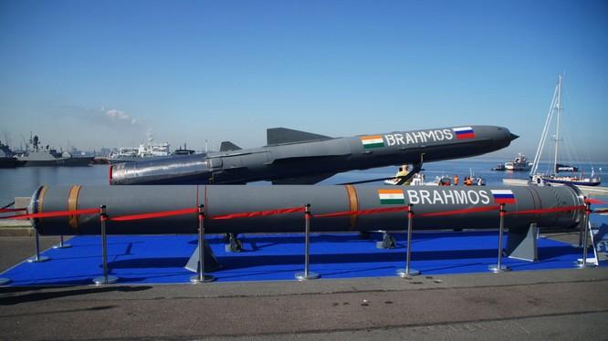Tên lửa BrahMos của Ấn Độ. Ảnh Bastion-karpenko.narod.ru