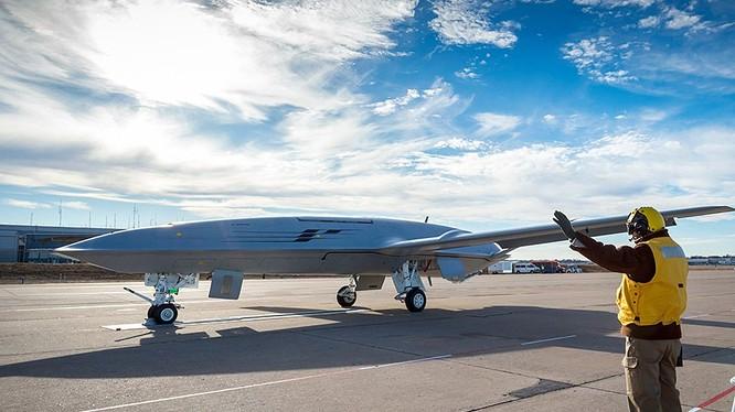 Máy bay không người lái tiếp dầu trên không của Hải quân Mỹ Stingray MQ-25. Ảnh Breaking Defence