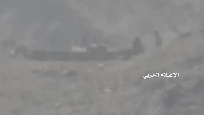 Lực lượng Houthi tấn công các tay súng do Ả rập Xê út hậu thuẫn ở Yemen. Ảnh minh họa video truyền thông Houthi.