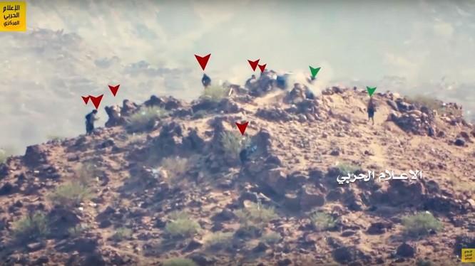 Bảy tay súng khủng bố Al-Qaeda chiến đấu với 2 chiến binh Houthi. Ảnh minh họa video Hezbollah