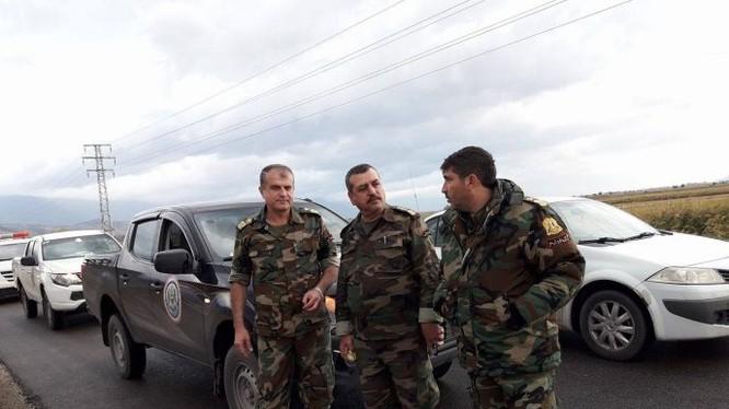 Binh sĩ quân đội Syria trên đường tiến về thị trấn người Kurd ở Aleppo. Ảnh Masdar News