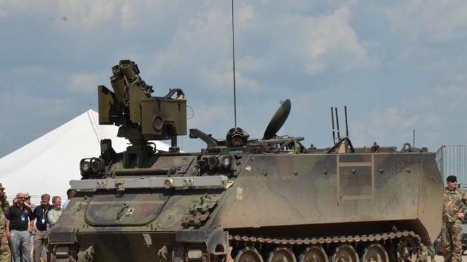 Xe thiết giáp chuyển quân M-113, được lắp đặt bộ khí tài robot tự lái. Ảnh Breaking Defence