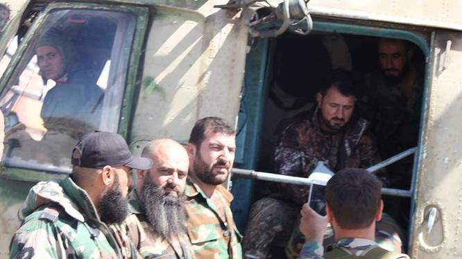 Thiếu tướng Suheil Al-Hassan, sư đoàn trưởng sư đoàn Tiger bay thị sát chiến trường Idlib. Ảnh truyền thông sư đoàn Tiger