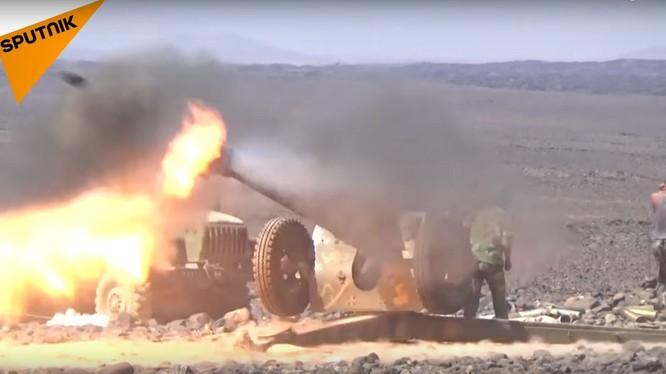 Pháo binh quân đội Syria dội lửa vào chiến tuyến của IS ở Sweida. Ảnh minh họa video