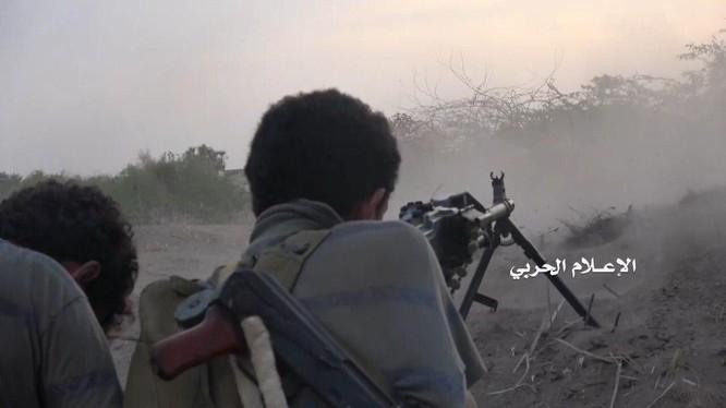 Các chiến binh Houthi chiến đấu trên vùng đồi núi biên giới Yemen - Ả rập Xê út. Ảnh minh họa South Front