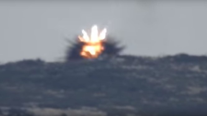 Quân đội Syria tiêu diệt 1 tay súng bắn tỉa khủng bố Al-Nusra trên chiến trường Latakia. Ảnh minh họa video.