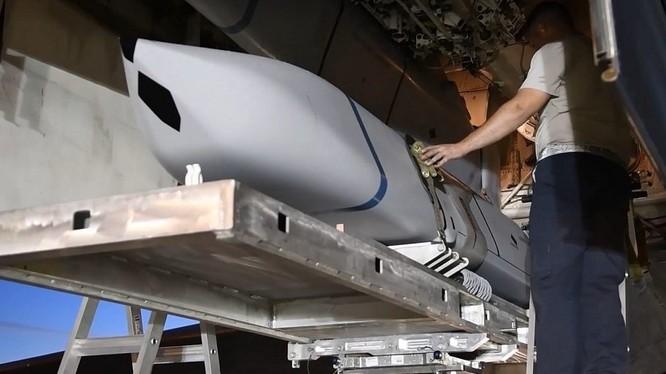 Tên lửa tầm xa (Joint Air-to-Surface Standoff Missile Extreme Range- JASSM-XR),lắp đặt cho máy bay ném bom B-1. Ảnh minh họa Defence - Blog