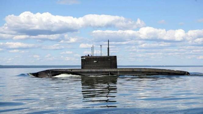 """Tàu ngầm lớp """"Varshavianka"""" Kilo trên biển. Ảnh minh họa Military Watch Mgazine"""