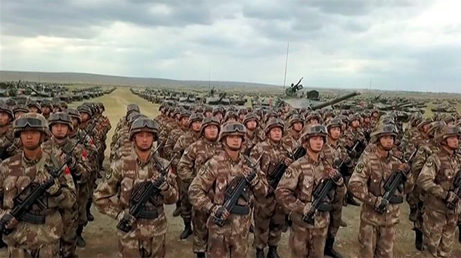 Các đơn vị quân đội Nga - Trung Quốc tham gia cuộc diễn tập Vostoc - 2018. Ảnh TVZvezda.