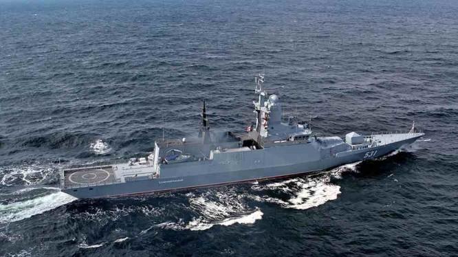 Khu trục hạm Nga thực hiện phóng bom chìm chống ngầm trên biển Địa Trung Hải. Ảnh minh họa Russian Gazeta