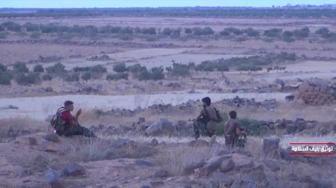 Binh sĩ Syria trên chiến tuyến đối mặt với lực lượng Hồi giáo cực đoan. Ảnh minh họa video truyền thông Tiger.