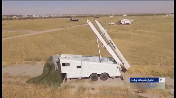 Vệ binh Cộng hòa Cách mạng Hồi giáo Iran phóng tên lửa tấn công người Kurd ở Iraq. Ảnh minh họa Masdar News.